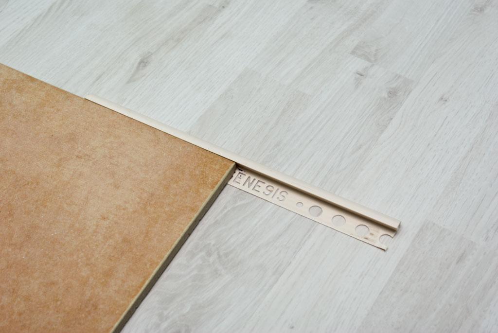 Tile plastic corner trim