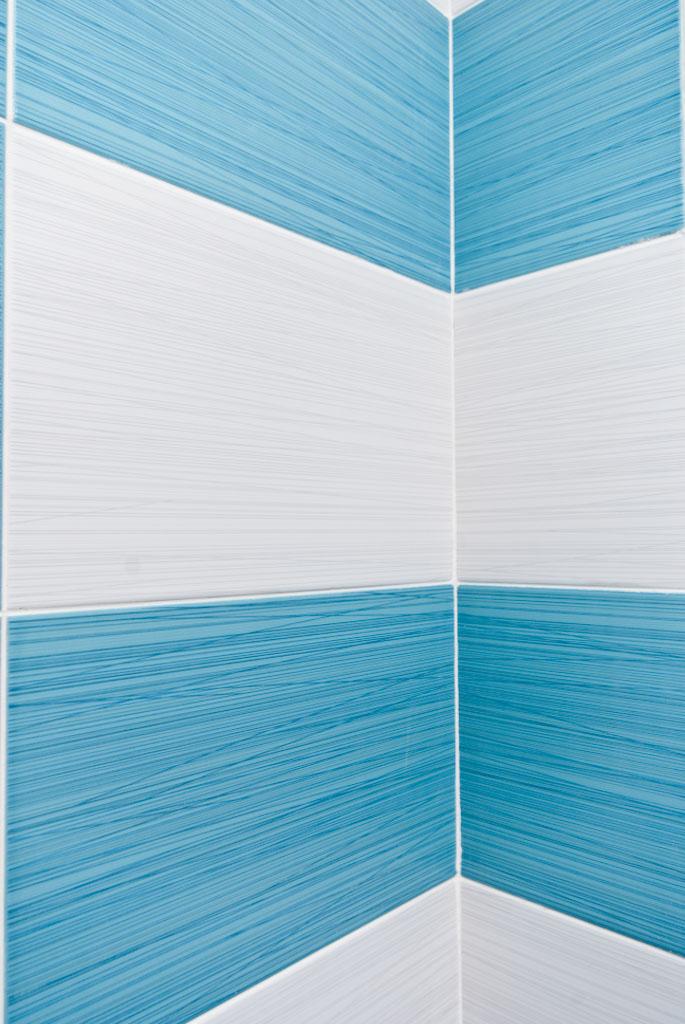 Interior tile corners