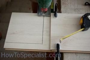 Cutting laminate flooring with a jigsaw