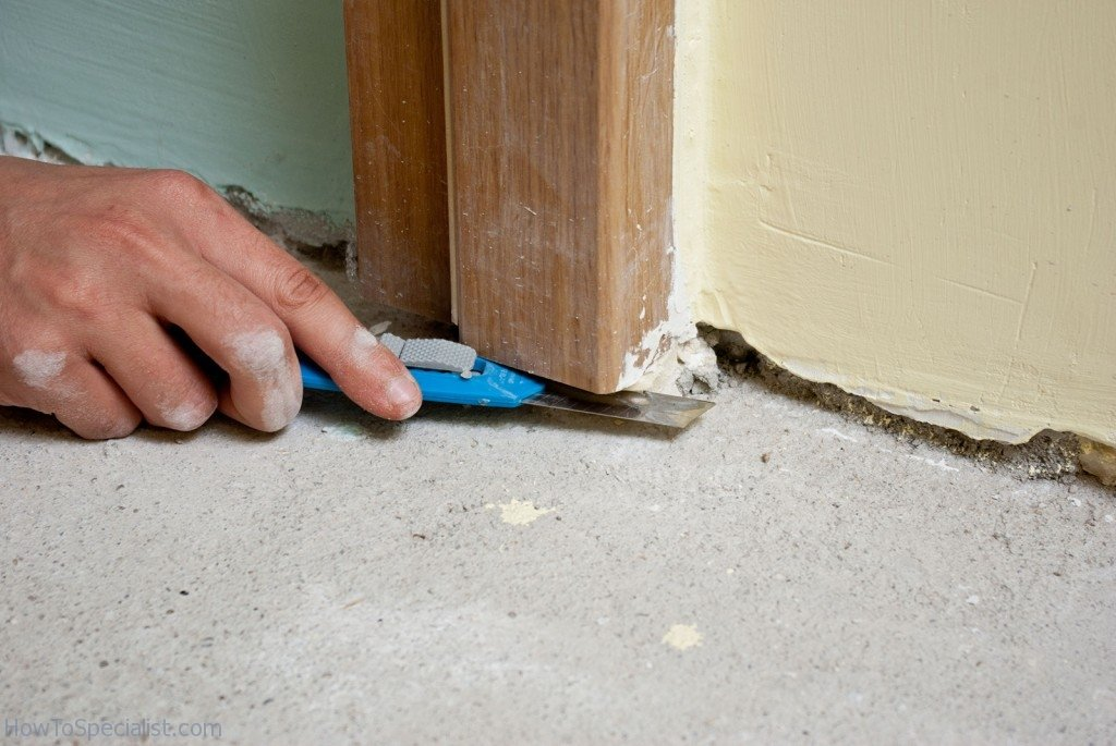 Removing residues under the door jamb