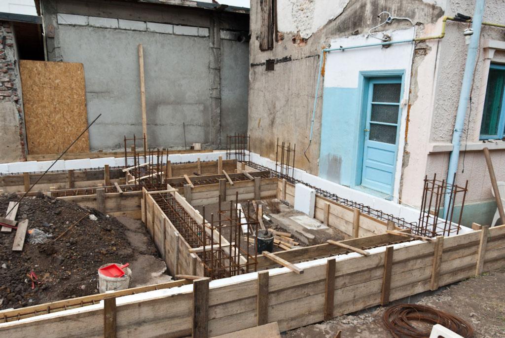 Building foundation formwork