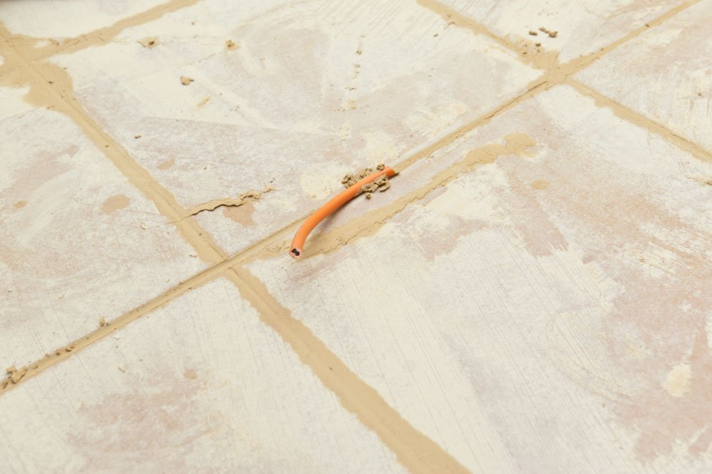 Removing grout excess