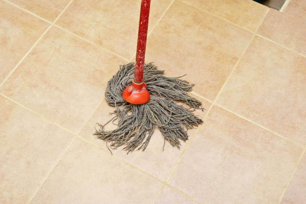 Cleaning floor tile