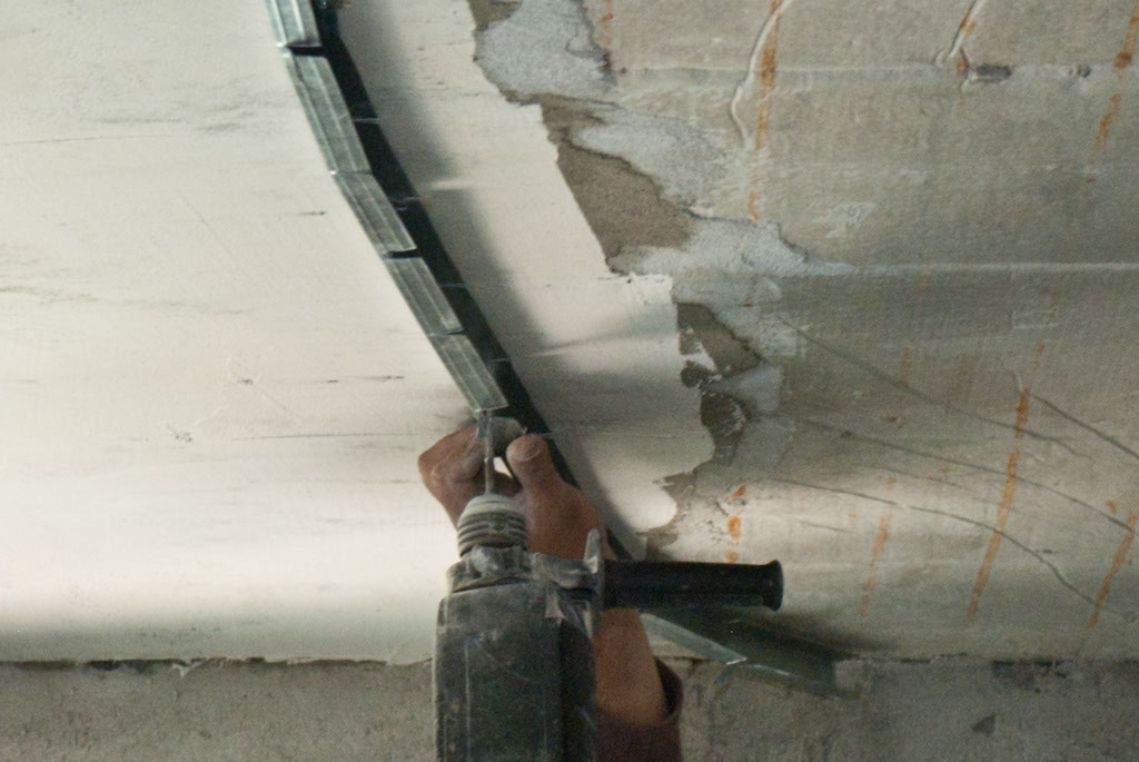 Securing metal stud arch
