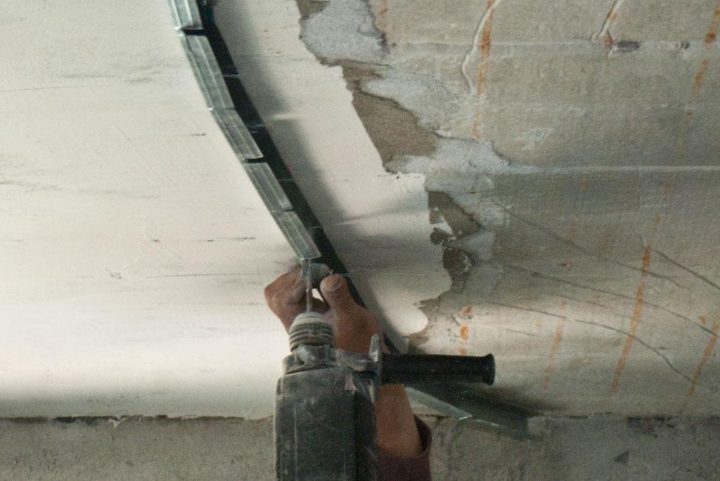 Securing metal stud arch