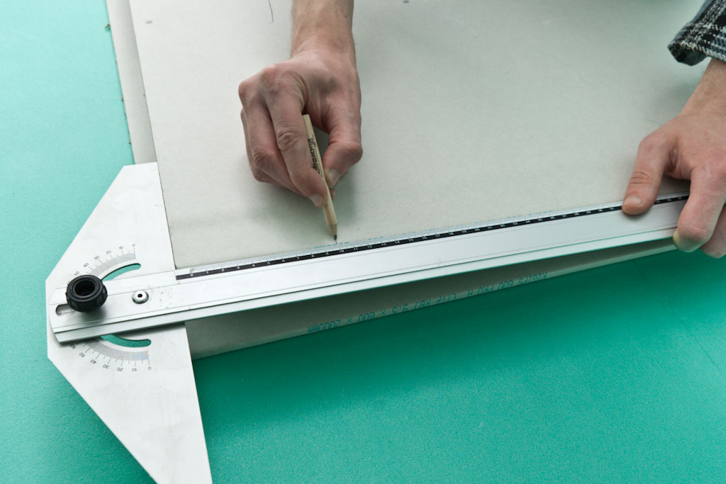 Marking the square hole on drywall