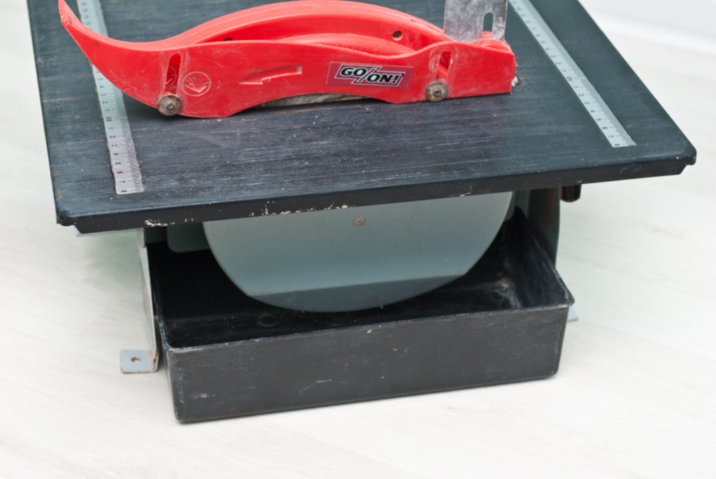 Wet saw water tray