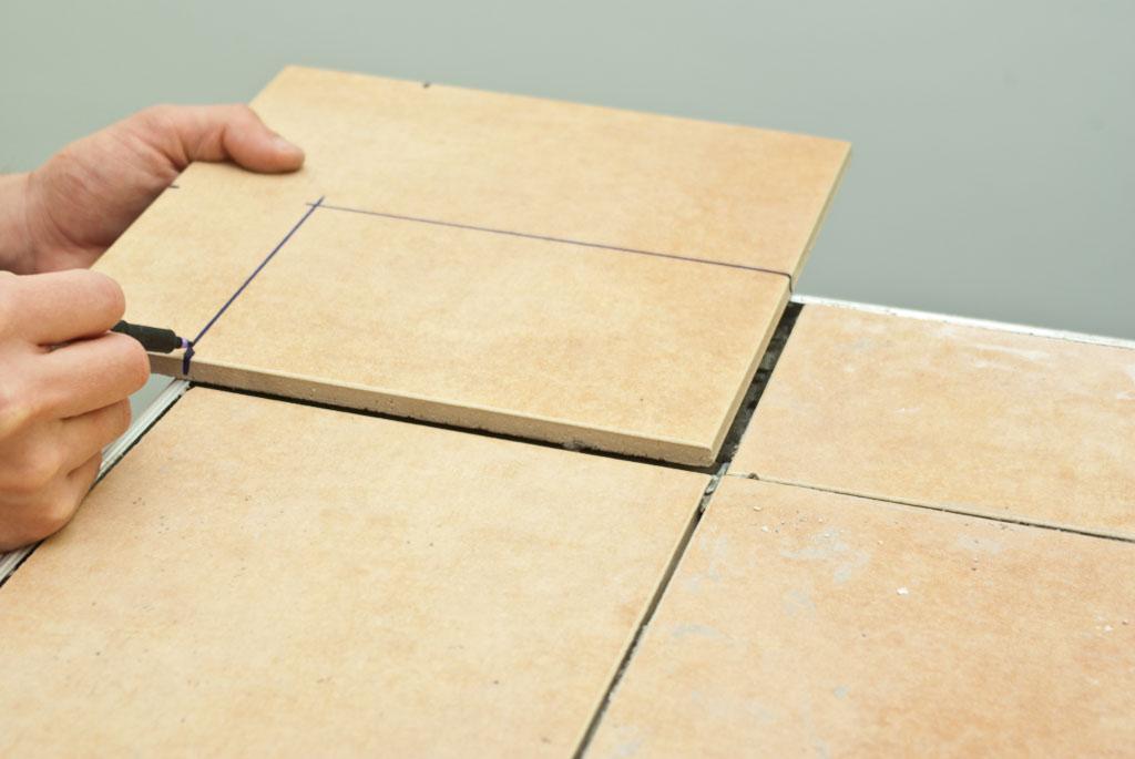 Marking cut line on a tile