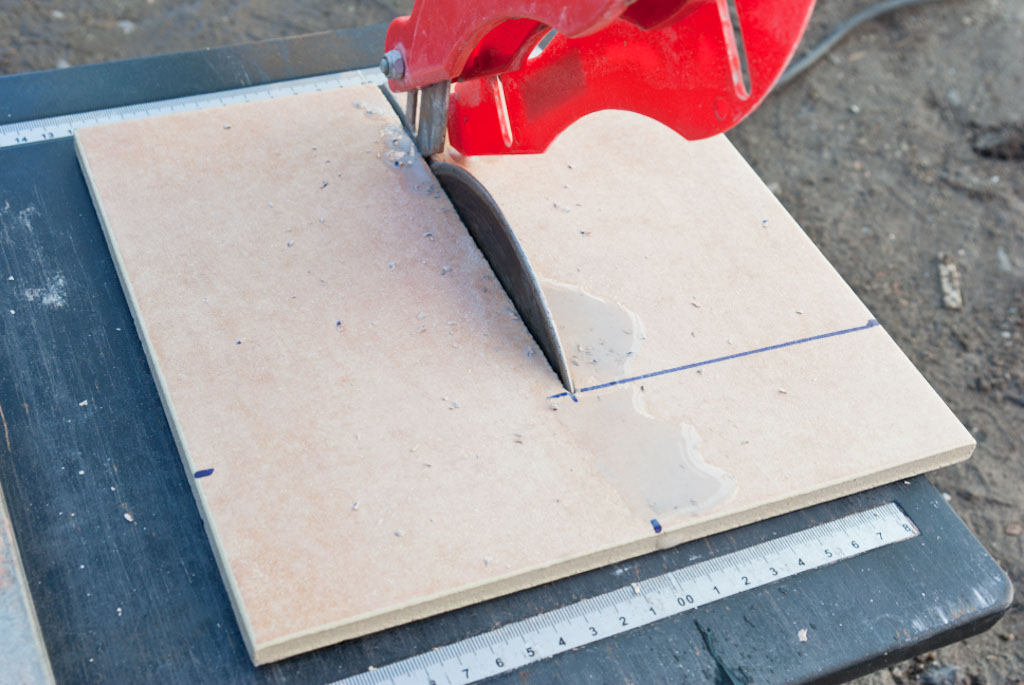 How to cut tile with a wet saw