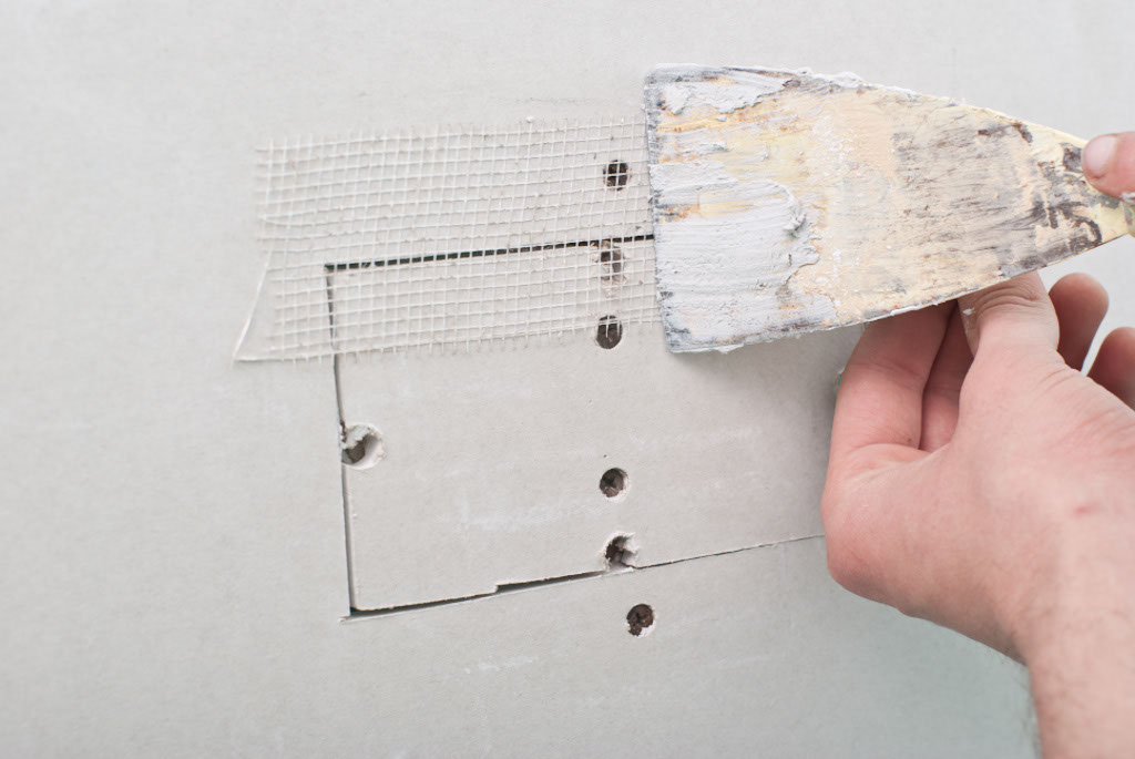 Covering the seams with mesh tape