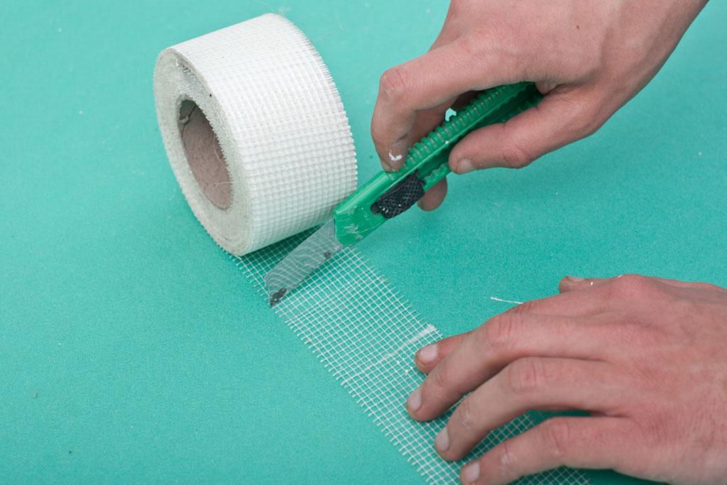 Cutting mesh tape