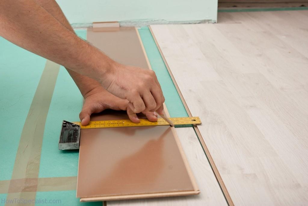 Marking cut line on laminate planks