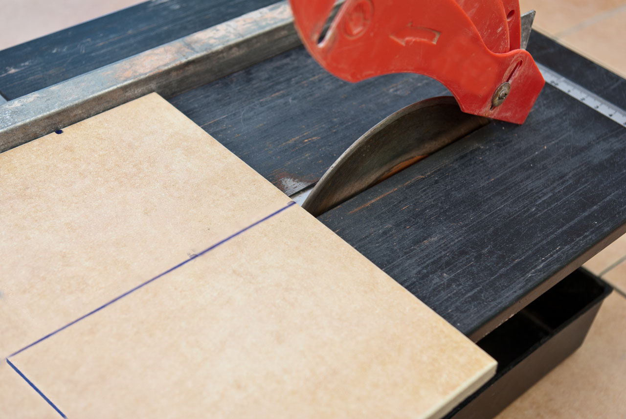 How to cut a ceramic tile without a tile cutter