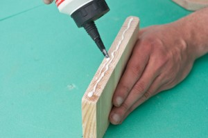 Applying glue on the edges