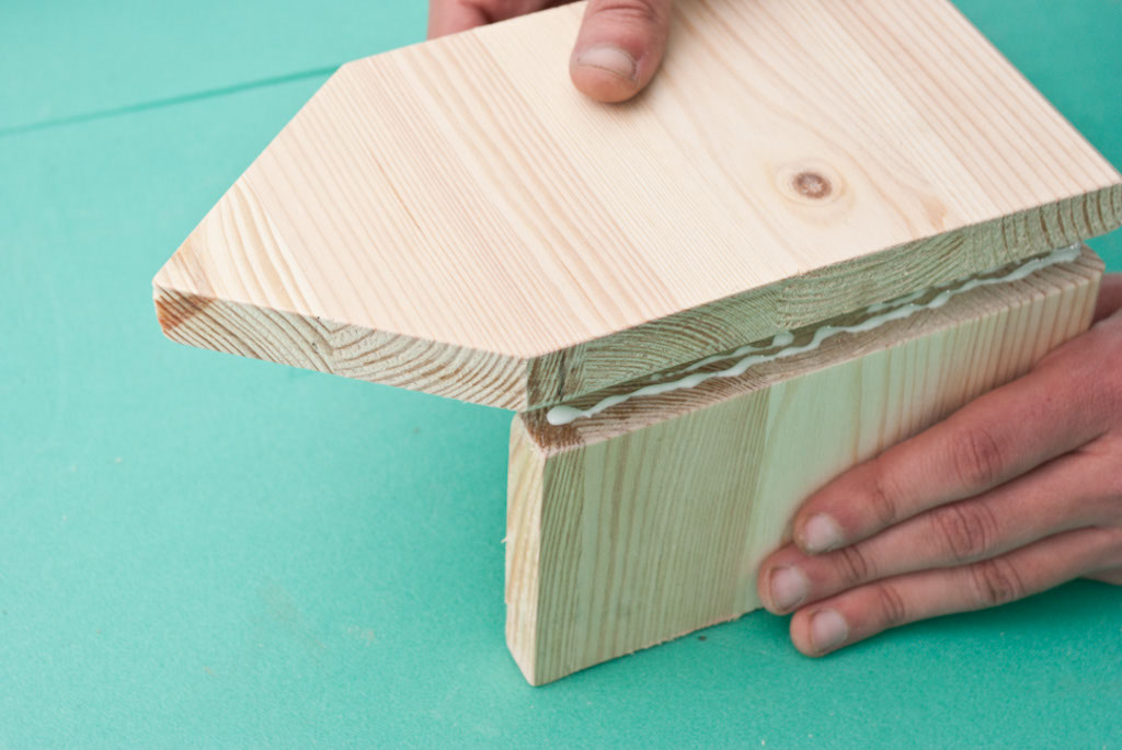 Gluing the wooden pieces