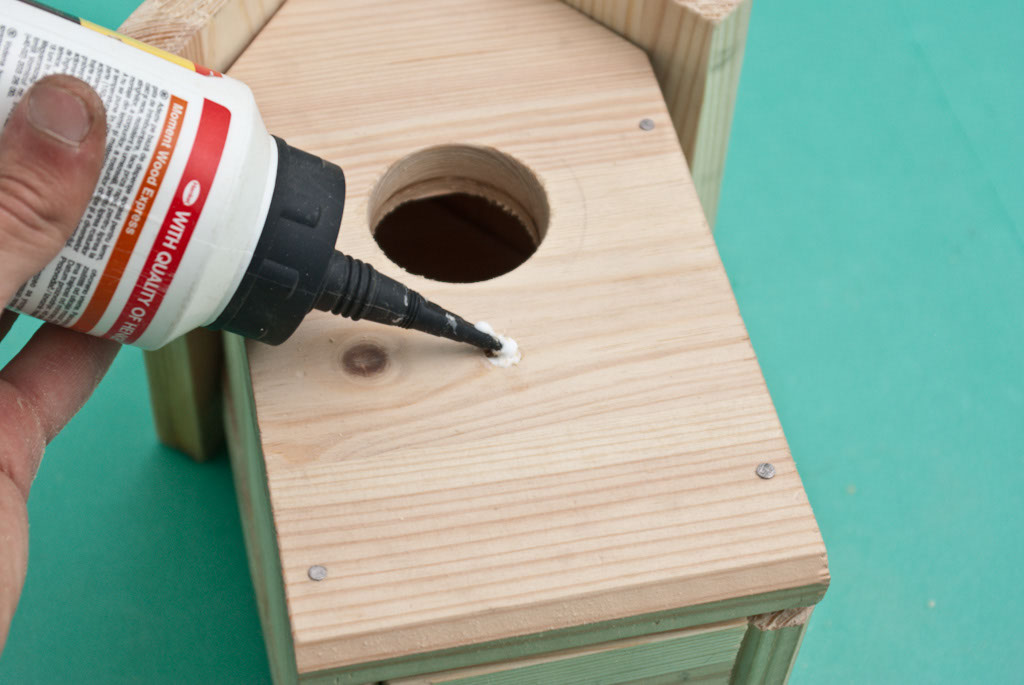 Applying glue in the drilled hole
