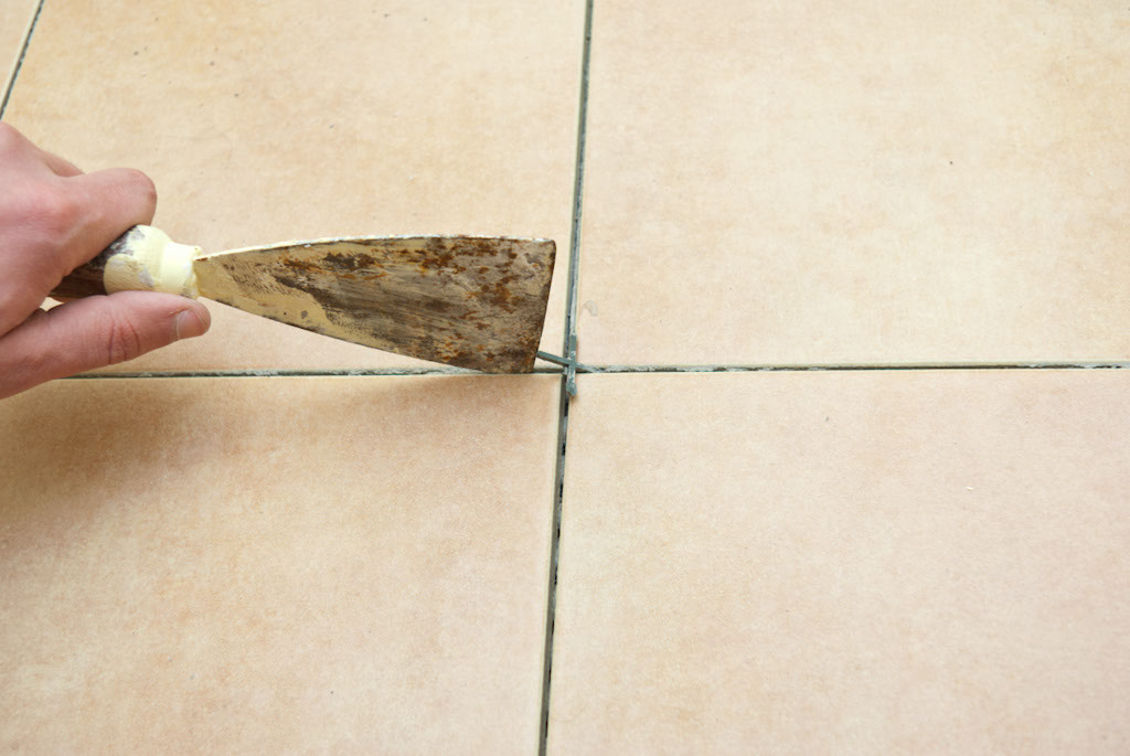 Cleaning the mortar between the tiles