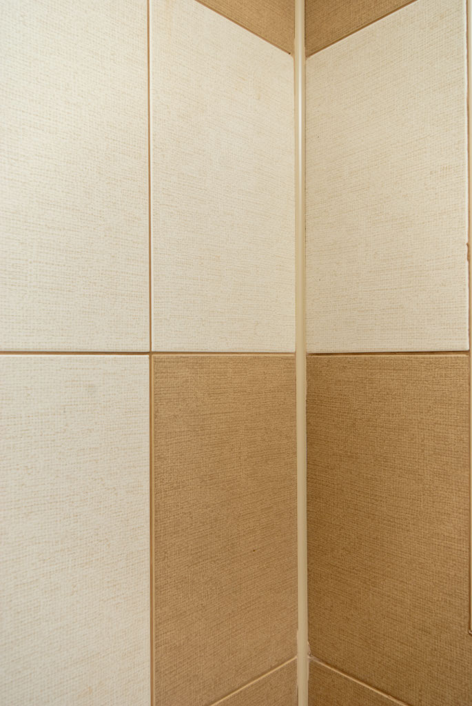 How to tile inside corners with trim