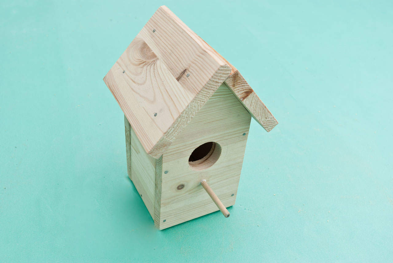 Guide to get free bed woodworking plans using hand tools for Simple diy birdhouse plans
