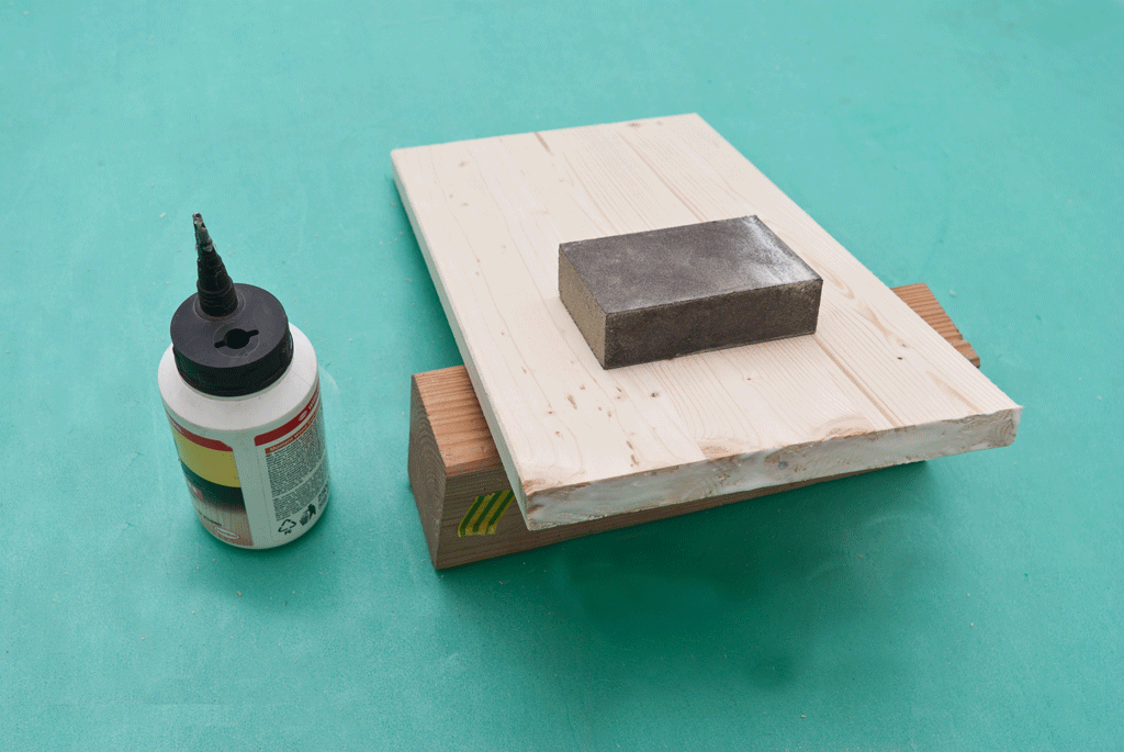 Applying glue to the edges