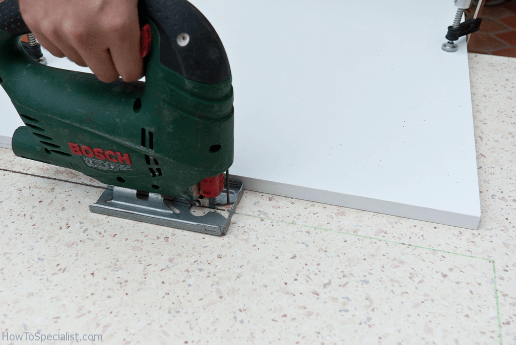 Cutting laminate countertop