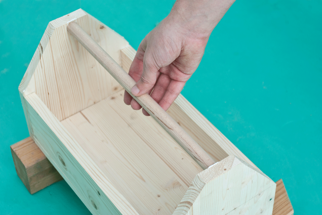 Installing the handle