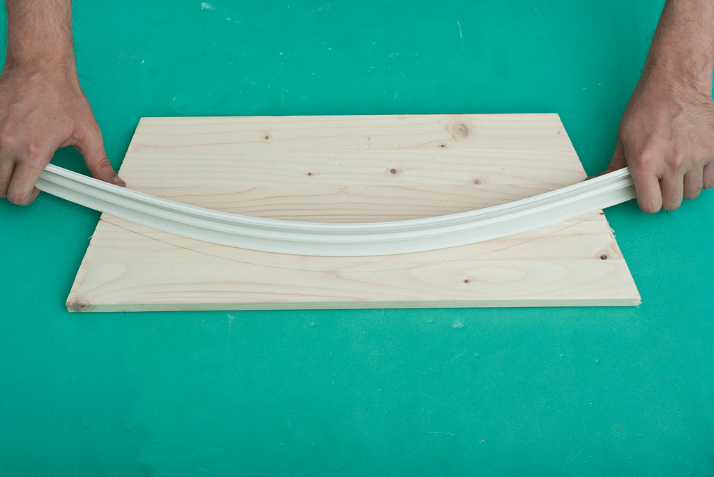 Marking a curved line on the board