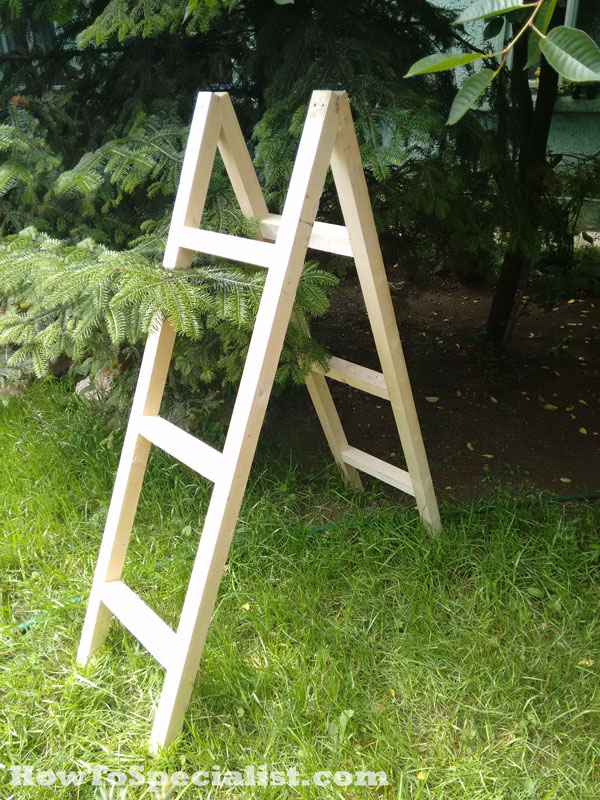 Assembling-the-ladder