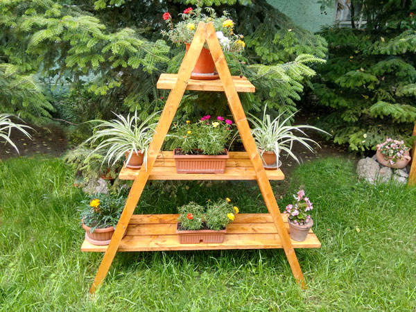 Diy ladder shelves How to build a tiered plant stand