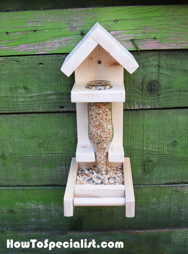 Build-a-bottle-bird-feeder-for-kids