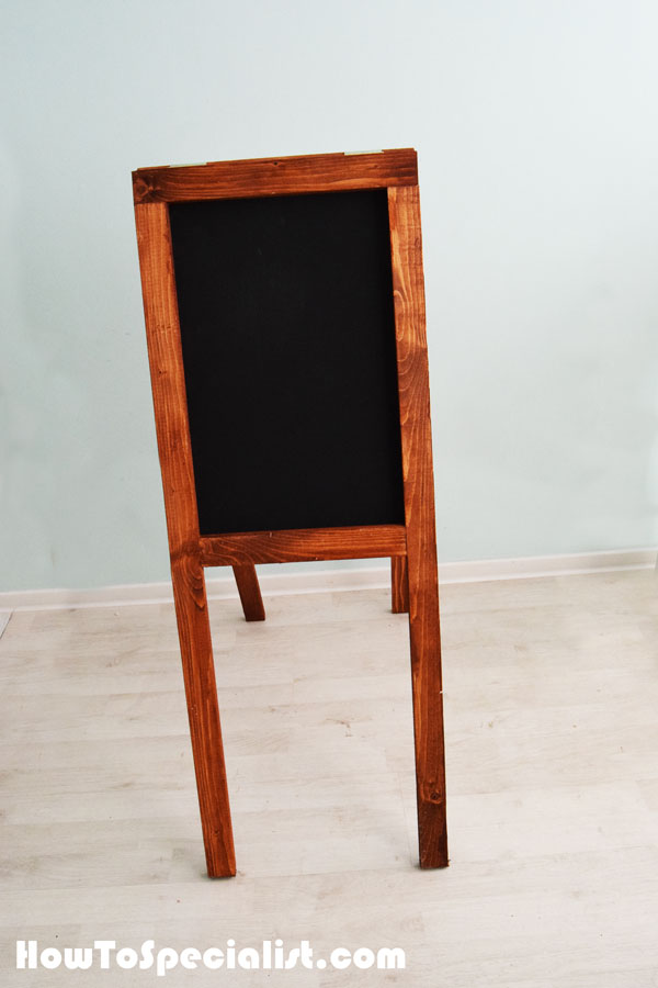 Building-a-chalkboard-easel-for-kids