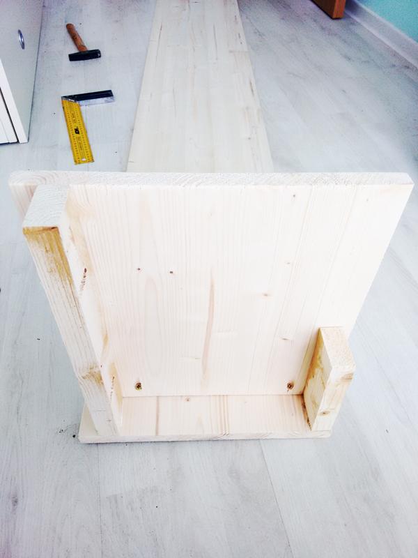 Assembling-the-frame-of-the-bookshelf