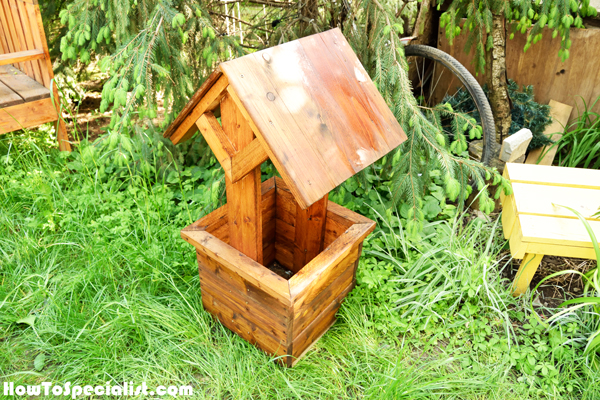 Staining-the-wishing-well-planter