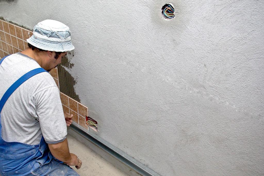 Installing Ceramic Tiles On Kitchen Wall